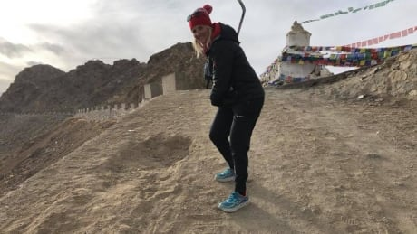Hayley Wickenheiser helping people in Leh, India learn more about hockey (Credit Facebook)