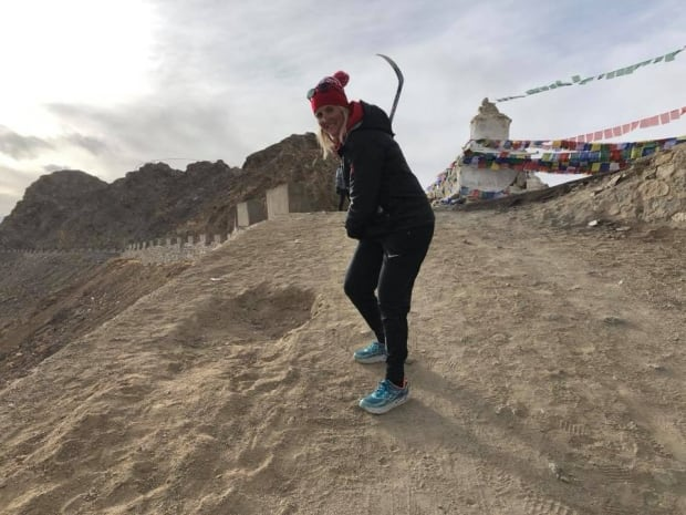Hayley Wickenheiser helping people in Leh, India learn more about hockey (Credit Facebook)