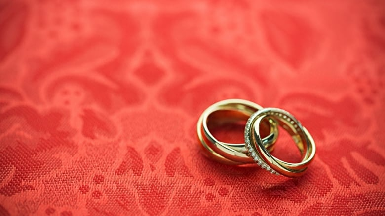 Want to get married at city hall? Councillors might allow it