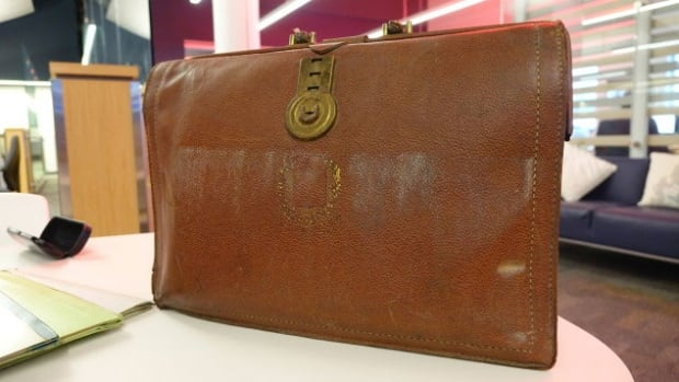 This briefcase, kept hidden in an attic, contains documents related to the Order of Jacques Cartier dating from 1953 to 1965.