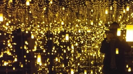 Thousands are lining up online for a selfie with AGO's blockbuster Infinity Mirrors thumbnail