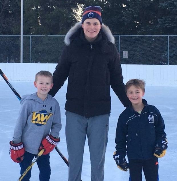 Logan Green, Edmonton Oiler Jesse Puljujarvi, and Eric Ripka (at the Crestwood rink