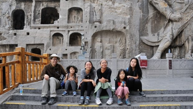 Alvin, Eli, Myka, Clara, Lucy and Emma Der went to Longmen Grottoes, a UNESCO Heritage Site in Luoyang, China.