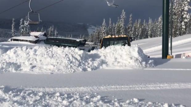 Heavy snowfall shuts Mount Washington ski resort