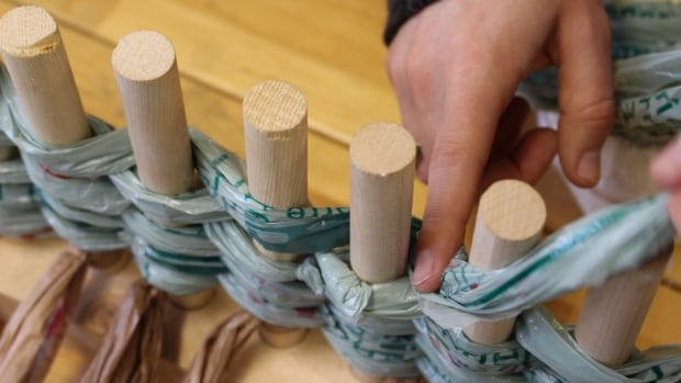 A Fredericton group is making sleeping mats out of plastic bags for the homeless after the bags are turned into plarn, or plastic yarn.