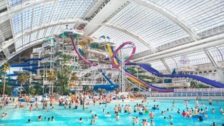 Teen testifies about man touching her in West Edmonton Mall wave pool