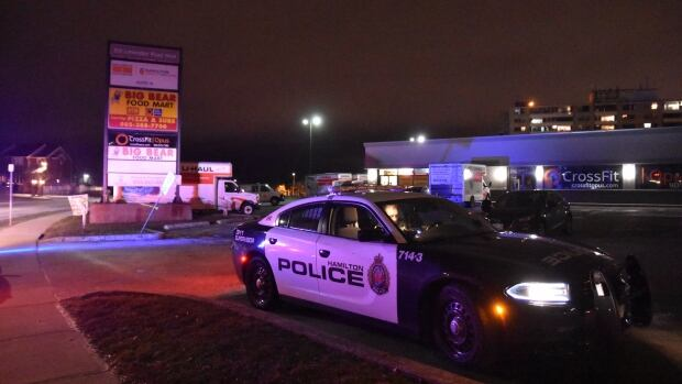 Gunfight in Hamilton parking lot sends one to hospital, second man sought