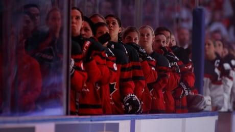 canada-us-womens-hockey-anthem-2017