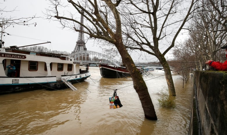 Rain Swollen Seine Burst Its Banks Engulfs Quays Cbc News