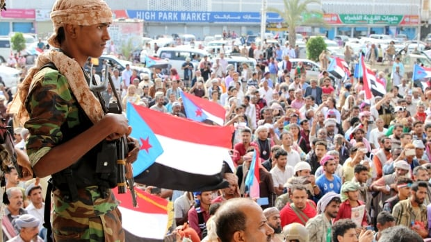 Yemen PM accuses separatists of coup after headquarters takeover