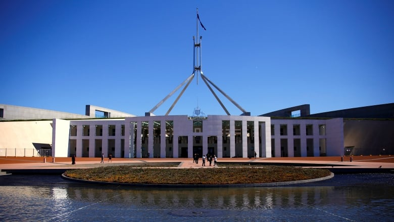 "local government australia essay Australia is run by a democratic system at all 3 levels of government (federal, state and local) democracy means in greek ""rule by the governed""."