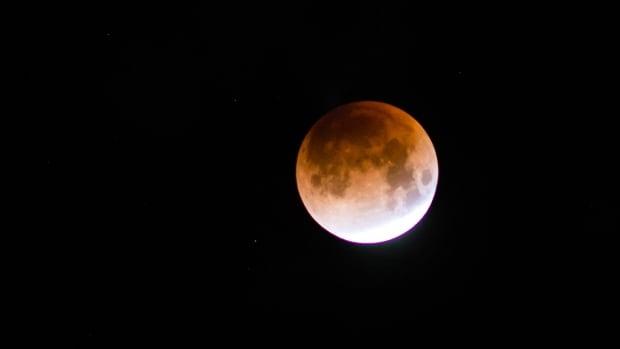 Unique lunar eclipse will turn moon red starting tonight around 7:30