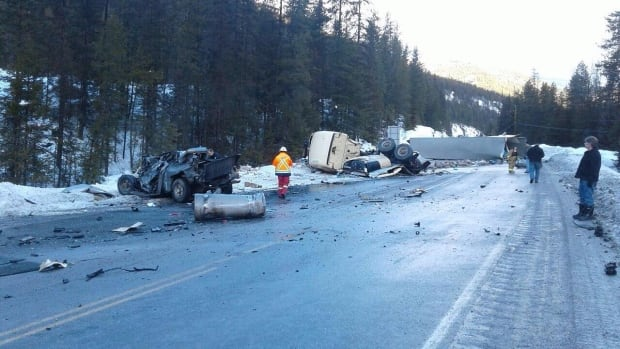 Hwy 3 crash near Yahk