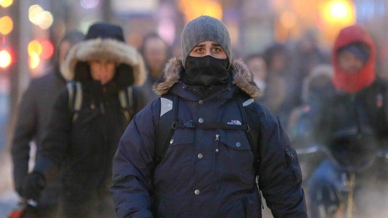 https://i.cbc.ca/1.4522037.1517921906!/fileImage/httpImage/image.jpg_gen/derivatives/original_780/toronto-extreme-cold.jpg