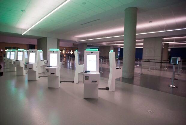 QUEBEC AIRPORT TERMINAL 20171116