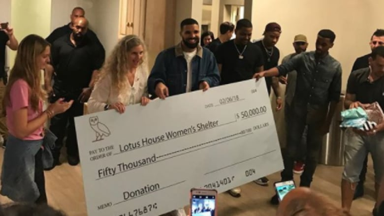 Drake leaves money, goodwill during stops across Miami