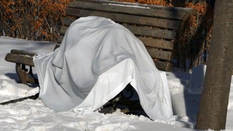 Dead body found on bench in downtown Winnipeg park thumbnail