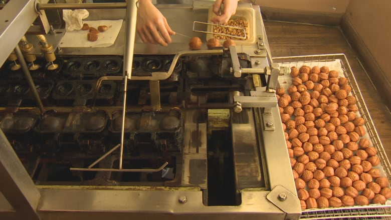 Koreatown bakery churns out traditional walnut cakes ahead