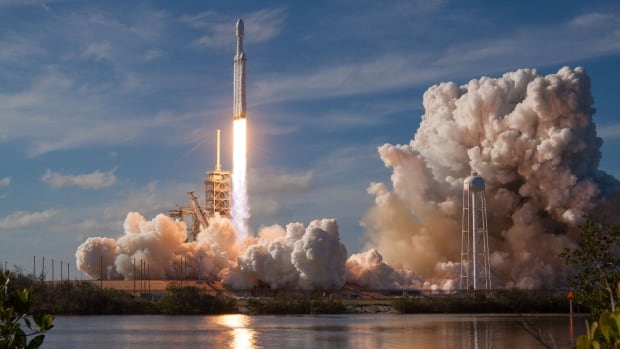 SpaceX Falcon Heavy launches on its first flight