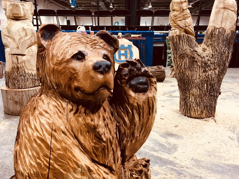 Alberta chainsaw artist slices her way into calgary