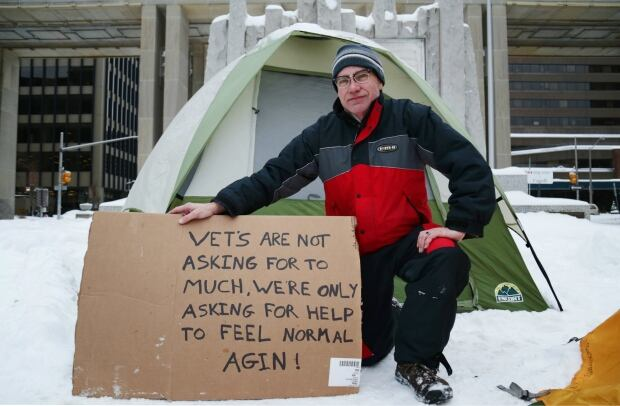 Former soldiers camp out in Ottawa to demand respect, better services Dick-groot