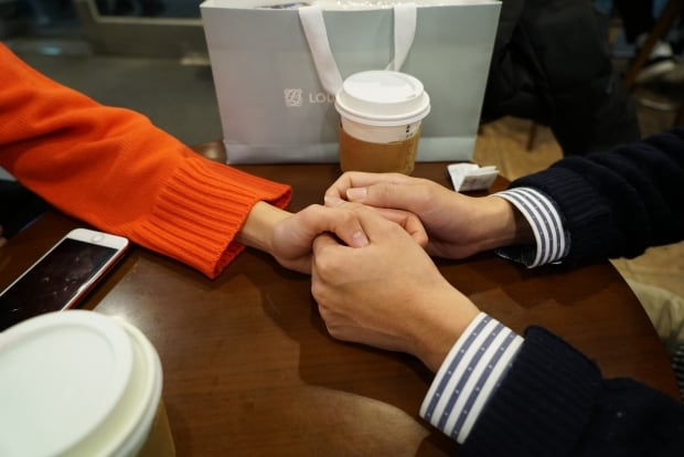 hold hands seoul