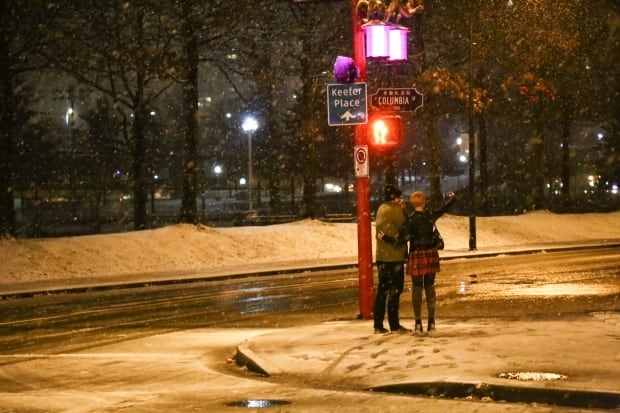 COUPLE SELFIE VALENTINES DAY SNOW VANCOUVER