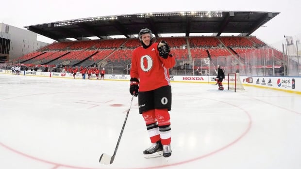 Kings purchase defenseman Dion Phaneuf in commerce with Senators