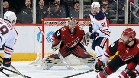 Antti Raanta posts shutout as Coyotes down Oilers