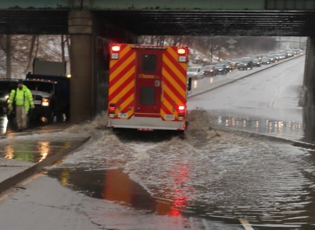 Road closure Bayview Avenue flooding