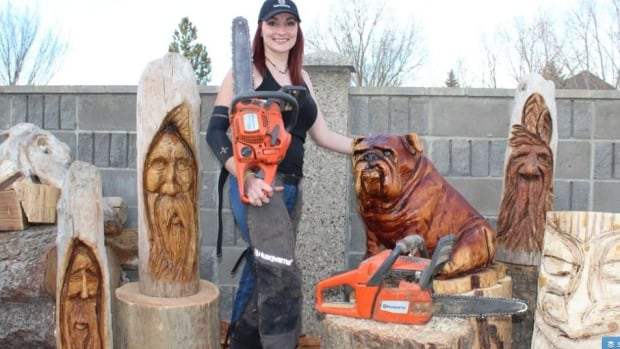 Alberta chainsaw artist to carve public memorial for