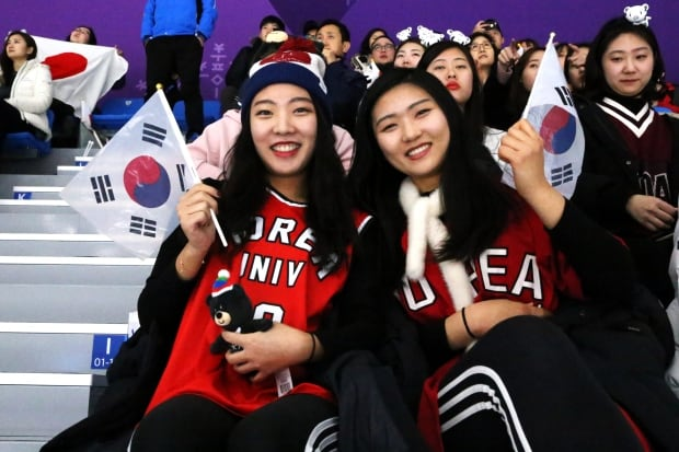 South Korean speed skating fans