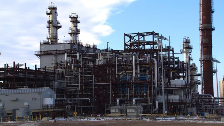 Why Rachel Notley's refinery pitch won't solve the