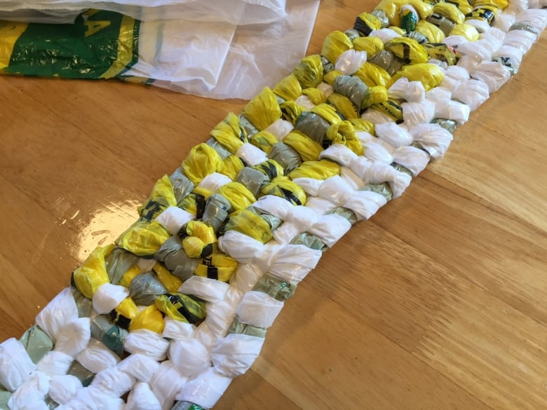 how to make sleeping mats from plastic bags