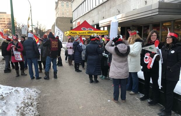 PSAC union members rally in Moncton over Phoenix pay system