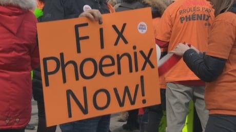 phoenix pay system ottawa protest union public service
