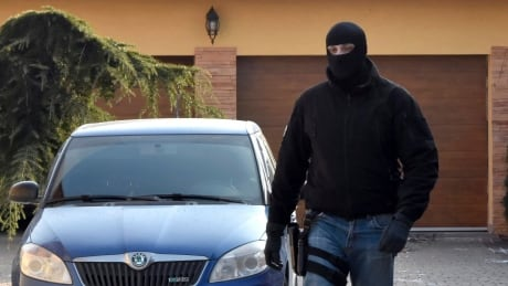 Slovak police raid houses owned by alleged Italian Mafia after journalist killed