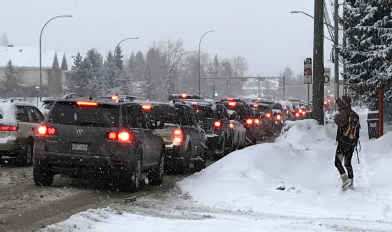 Hundreds of crashes around Calgary, police urge drivers to