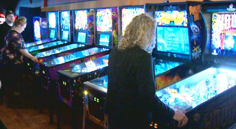 no 39 jerks 39 allowed at pinball bar owner says cbc news. Black Bedroom Furniture Sets. Home Design Ideas