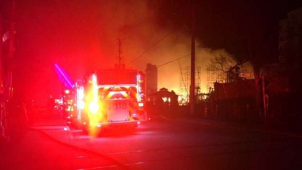 Power restored to Mississauga homes after fire blazes through construction site