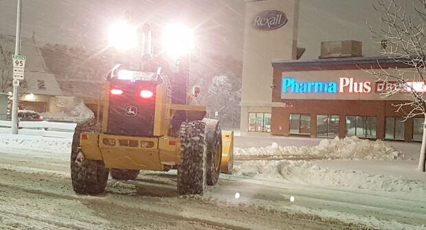 Residential parking ban starts Wednesday evening in Winnipeg