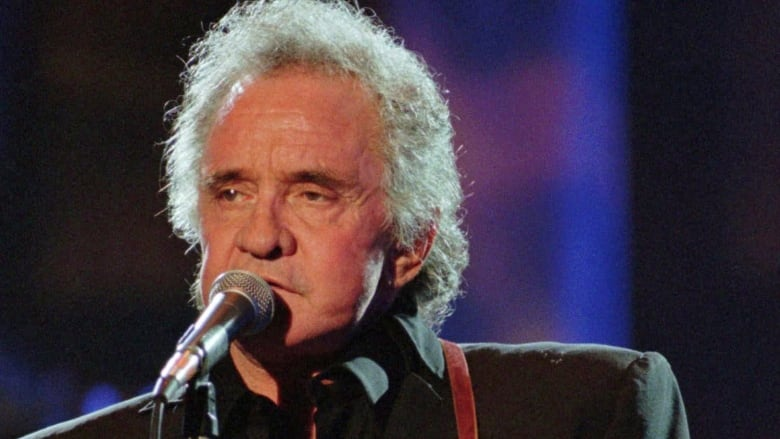 25 years later, Johnny Cash fan searches for lost photo with music legend