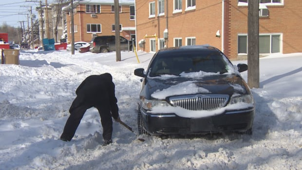 https://i.cbc.ca/1.4564523.1520363352!/fileImage/httpImage/image.png_gen/derivatives/16x9_620/shoveling-car-out-of-snow-regina.png