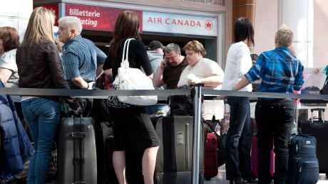 air canada computer problems cause long lines at airports