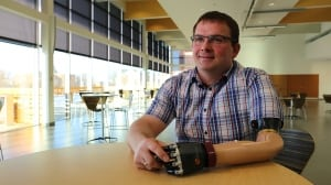 Vibrating muscles help arm amputees 'feel' their prosthetic hand movements, study suggests