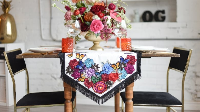 Make this no sew diy table runner in time for your spring feasts