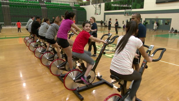 Indigenous youth participate in sports program