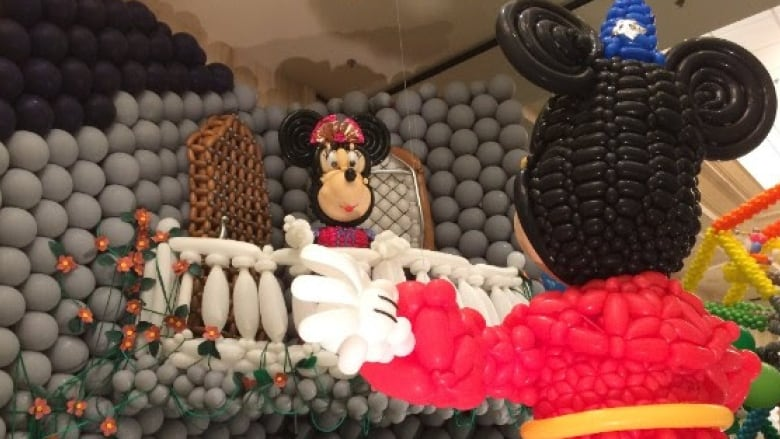 Mickey Mouse display earns Canadian balloon twisting team 5 world awards