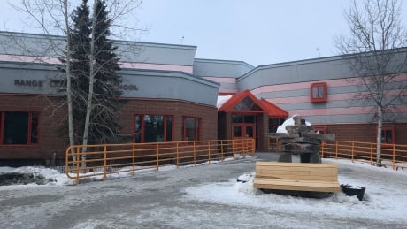 Youth threatened to shoot students at Yellowknife school, says lawyer thumbnail