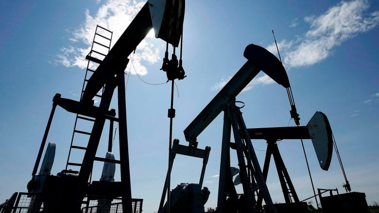 Canadian oil production to rise despite 'competitiveness gap,' industry group says